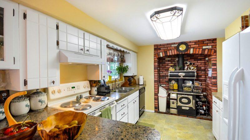 Comment construire un plan de travail moderne dans une cuisine ?